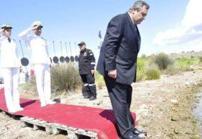 Walk Of Fame κομπλέ με κόκκινο χαλί ως τη θάλασσα έκανε ο Πάνος Καμμένος στη Σαλαμίνα (PHOTOS)