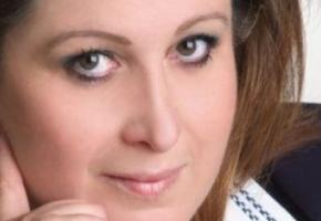 Καπνούς έβγαλε η γνωστή ακροδεξιά θείτσα Χριστίνα Σιδέρη μόλις είδε τους Αντετοκούνμπο στα χακί
