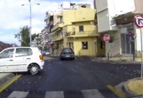 Ηράκλειο: Αυτός ο οδηγός αποδεικνύει πως στην Ελλάδα θα έχουμε ατυχήματα μέχρι τη Δευτέρα Παρουσία (VIDEO)